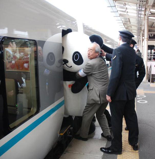 Привычное явление для Японии  люди, метро, мир, подземка, прикол, фото, фрик, юмор
