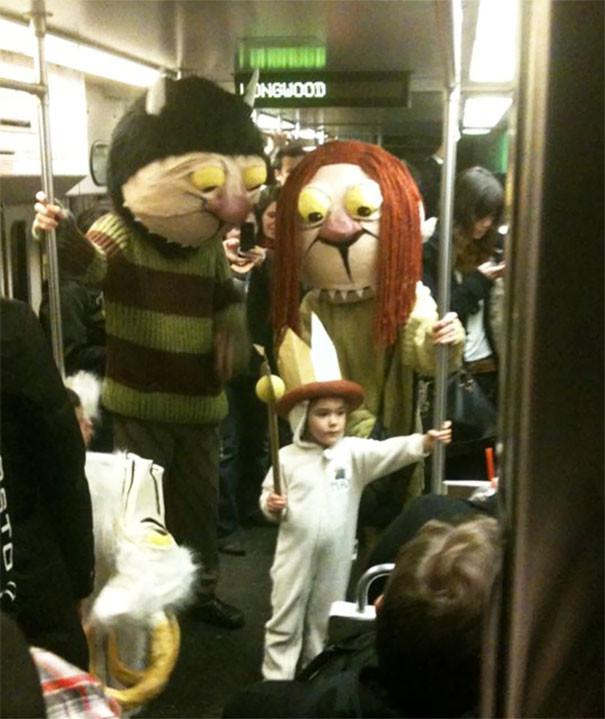 Хэллоуин  люди, метро, мир, подземка, прикол, фото, фрик, юмор
