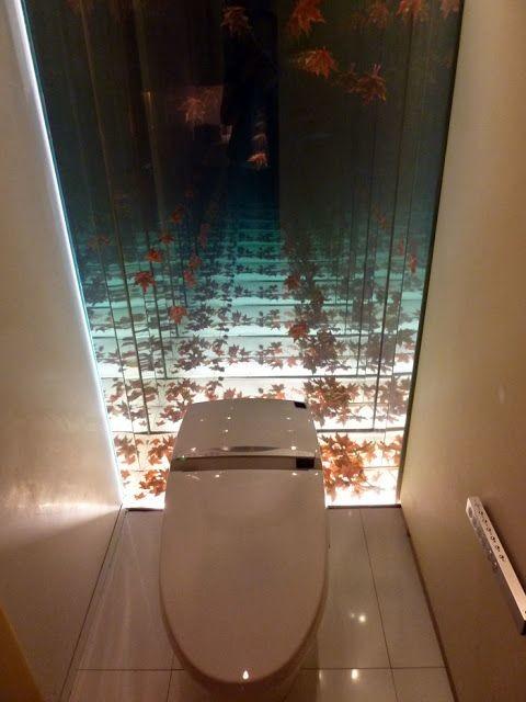 Зеркало с эффектом бесконечности в толчекане позволяет отстраниться от мирских сует дизайн, прикол, санузел, туалет, унитаз