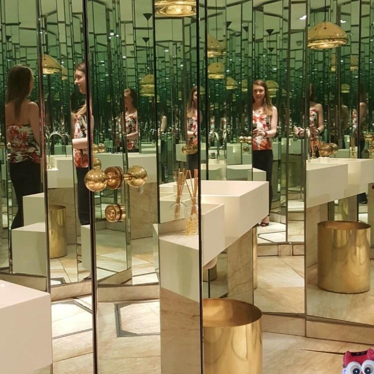 Пока найдешь унитаз в этом зазеркалье, рискуешь наделать лишнего дизайн, прикол, санузел, туалет, унитаз