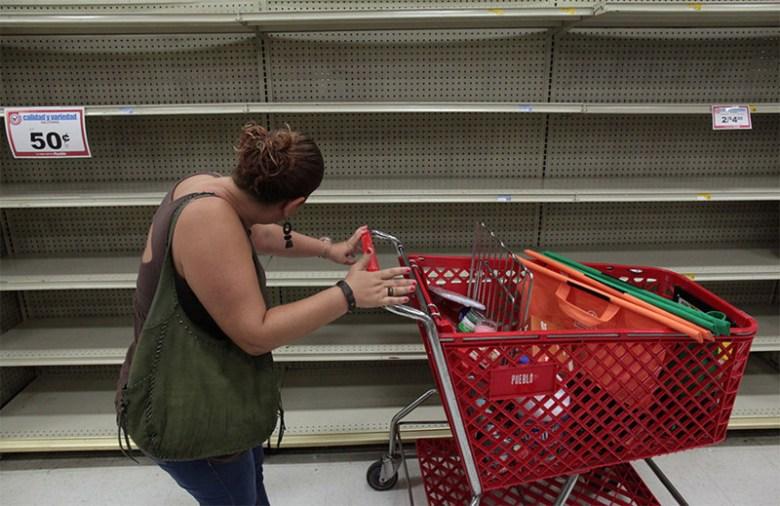 После того, как власти Пуэрто-Рико объявили чрезвычайное положение, в супермаркетах первыми опустели полки с водой Центральная Америка, ирма, катастрофа, разрушения, стихийное бедствие, стихия, ураган, флорида