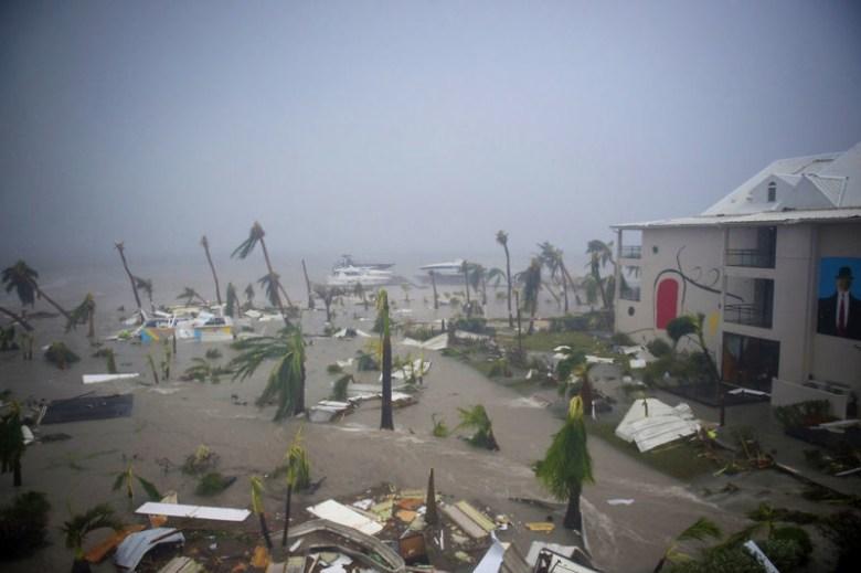 """Отель """"Меркурий"""" в Мариго, остров Сен-Мартен, разрушенный ураганом Ирма Центральная Америка, ирма, катастрофа, разрушения, стихийное бедствие, стихия, ураган, флорида"""
