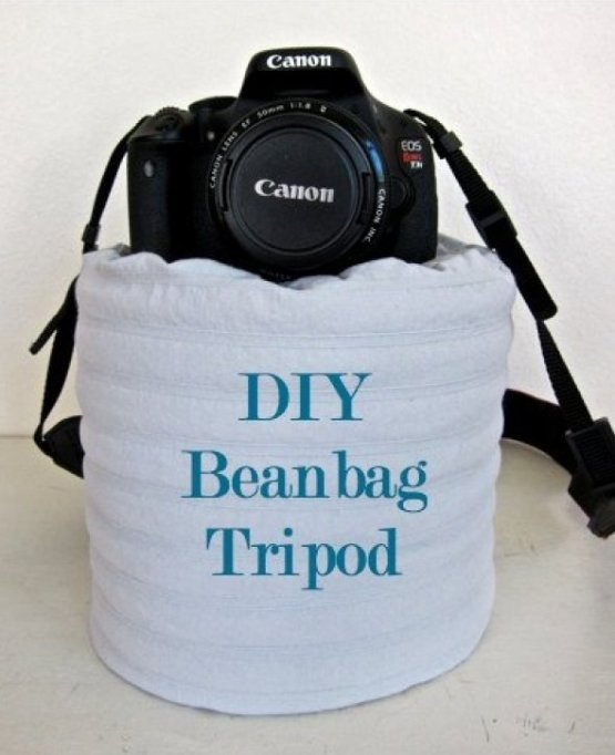 2. Штатив можно сделать из многих подручных средств. Здесь - мешок с бобами. идеи, интересно, камера, полезно, советы, трюки, фото, фотоаппарат