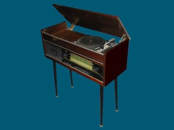 """У нас была именно такая - """"ВЭФ"""". Это было устройство, сродни современному МФУ - несколько функций в одном корпусе - радио, проигрыватель. В некоторых моделях еще и телевизор. СССР, история, сделай сам"""
