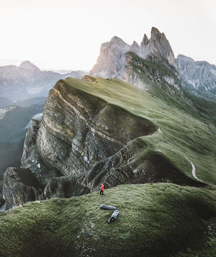 Коллекция самых не подходящих для ночевки туристов мест Instagram, иллюзия, палатка, природа, ракурс решает, спальник, турист, фото