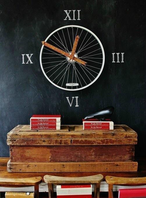 2. Стилизованные часы впишутся в любой интерьер велосипед, интересно, колесо, очумелые ручки, своими руками, фото