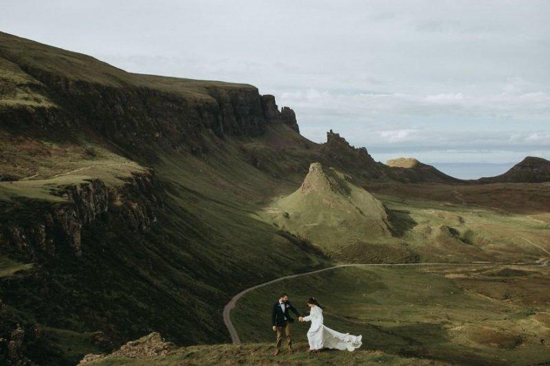 Холм Квиринг (Quiraing), остров Скай, Шотландия. Любовь, отношения, свадебное фото, свадьба, фото, фотограф, фотография
