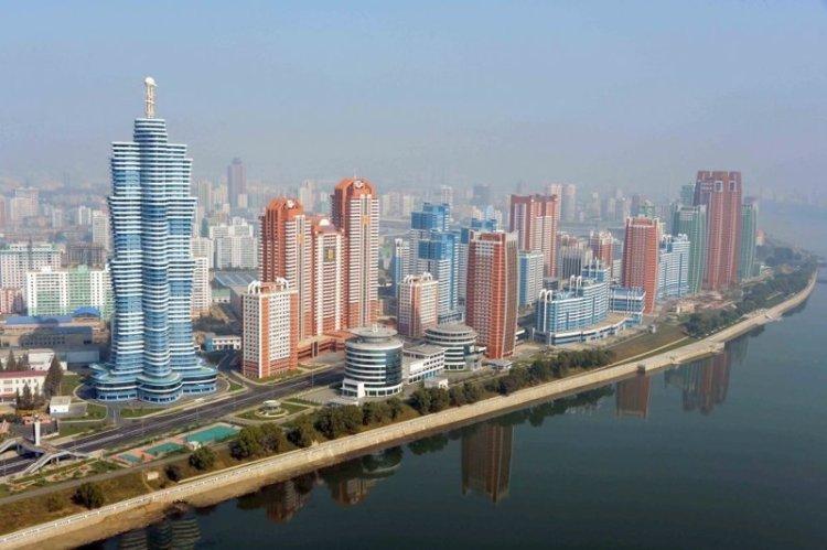 Улица будущих ученых в Пхеньяне. На ней расположены институты, лаборатории и дома, в которых живут ученые и исследователи архитектура, здание, красота, мире, северная корея