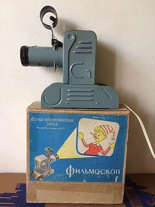 Фильмоскоп — принятое в СССР название диапроекторов, специально предназначенных для демонстрации рулонных диафильмов с размером кадра 18×24 мм. Вещи и механизмы, Приметы прошлого, СССР