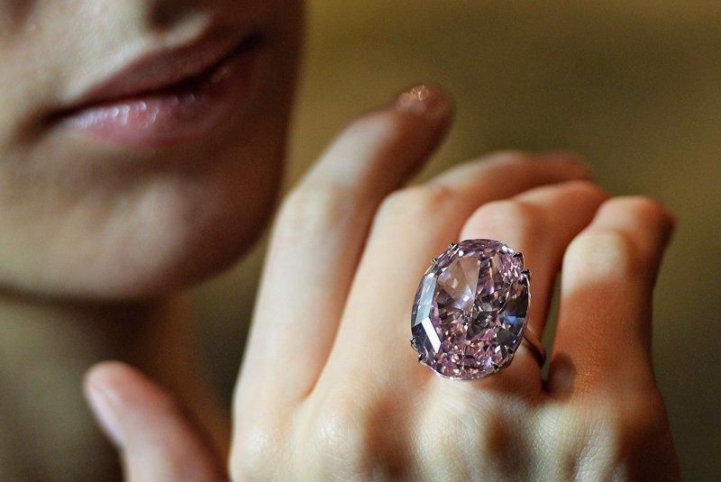 А еще ей можно подарить колечко с бриллиантиком.  $85,000,000 богато, вещи, дорого, миллиардеры, покупки