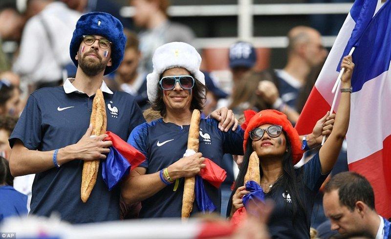 И пара фотографий французских болельщиков со стадиона в Лужниках ynews, ЧМ 2018 по футболу, болельщики, париж, победа, празднование, франция, футбол 2018