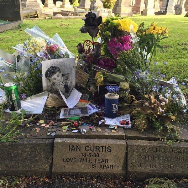 Иэн Кертис дикая история, легенда, могила, покой, смерть, странности