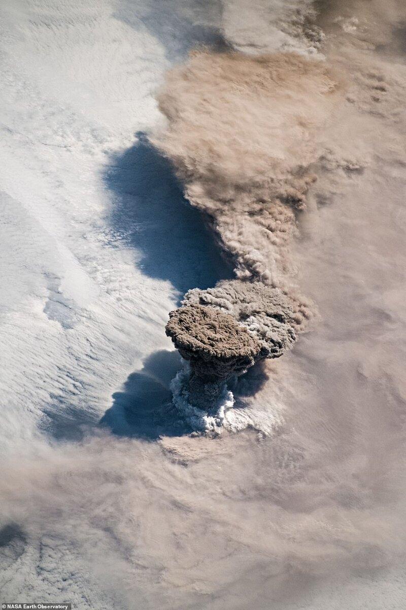 22 маусым 2019 ж. Курил аралдарындағы Вулкано Райкоктың атқылауы