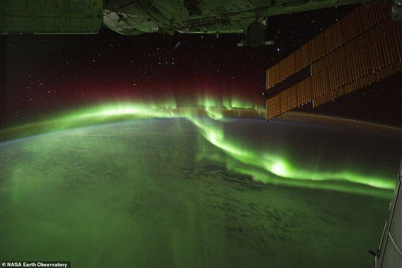 Үнді мұхитының оңтүстік бөлігіндегі полярлық жарқыл. 2011 жылдың қыркүйегінде ХҒС-пен жасалған сурет