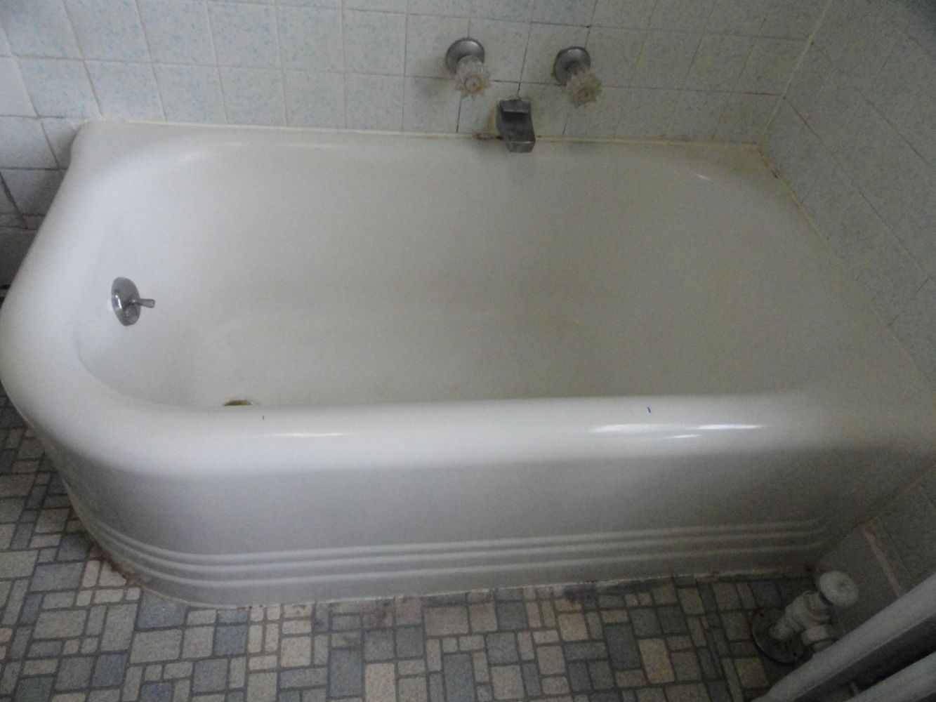 Bathtub Tile Countertop in Fort Lauderdale FL  Global Refinishing  Bathtub Modification