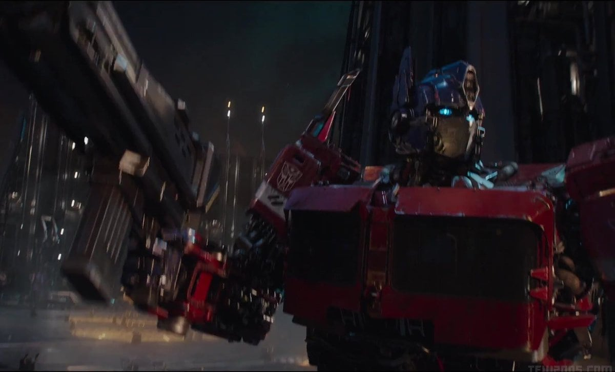 Fall Town Wallpaper Bumblebee Featurette Showcases The Transformers G1