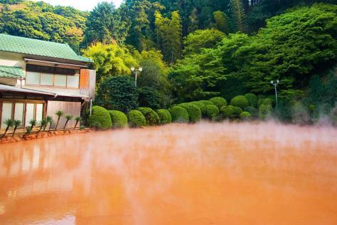 7-Hells-Japan-Chinoike-Jigoku-1