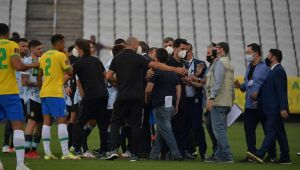Anvisa agents enter the field and the match between Brazil and Argentina is suspended