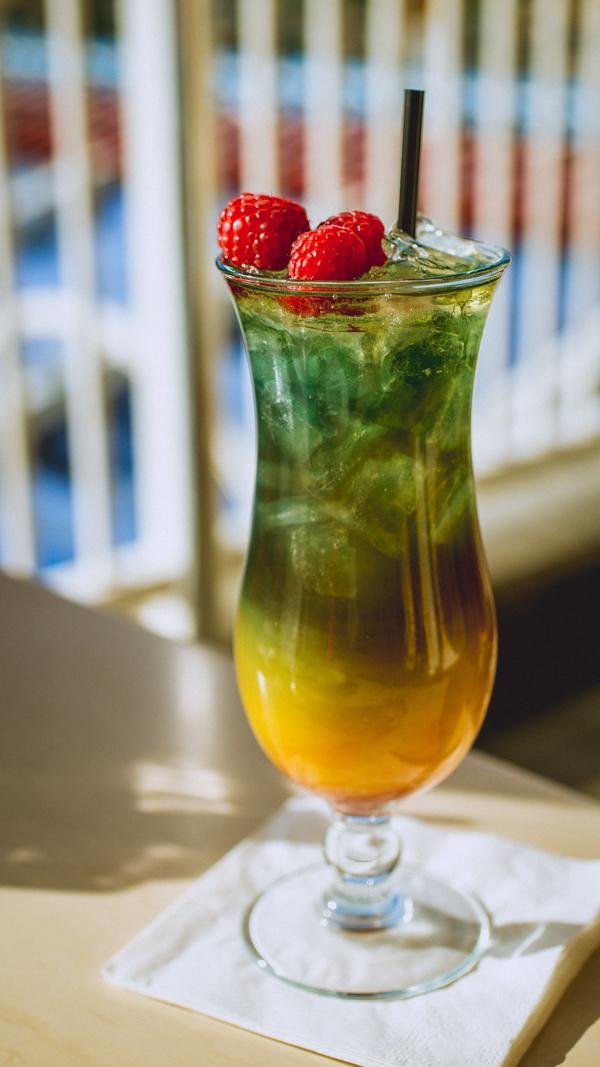15 Stunning Disneyland Foods And Drinks Worth Waiting In