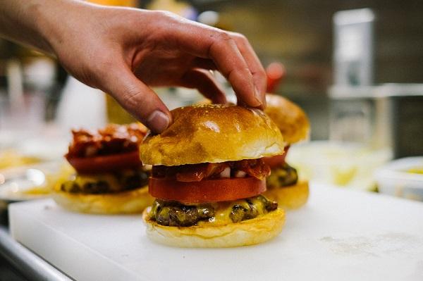 hypebeasts-eats-pharrell-burger-1