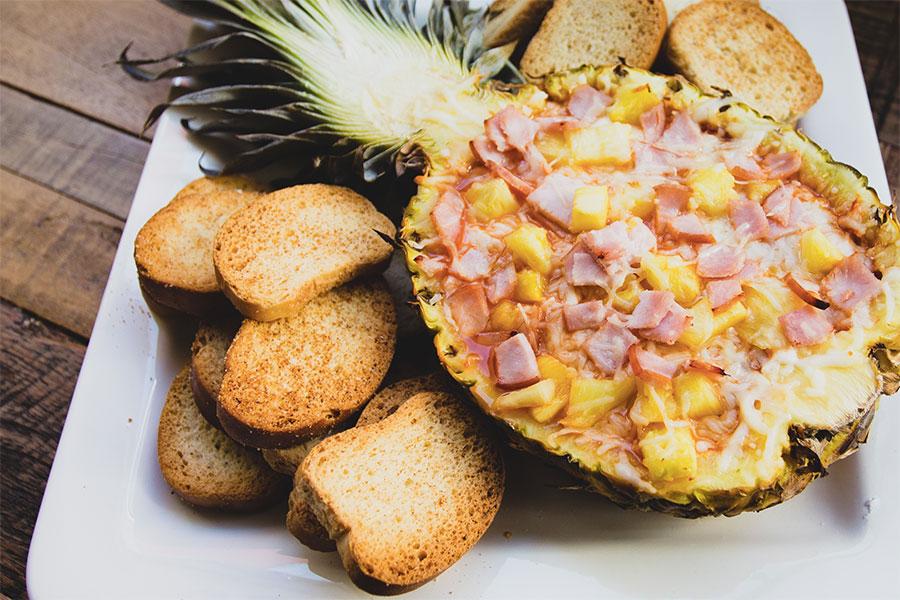 https://i0.wp.com/cdn.foodbeast.com/content/uploads/2015/08/pineapple-canadian-bacon-hawaiian-pizza-dip.jpg