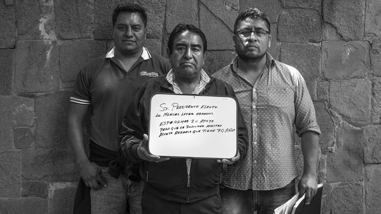 """""""Sr. Presidente electo Lic. Manuel Lopez Obrador: esperamos su apoyo para que se solucione nuestro asunto agrario que tiene 70 años"""". Foto: Angélica Escobar/Forbes México."""