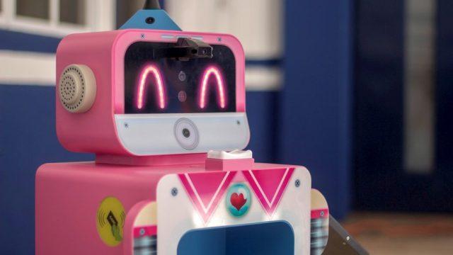 Robot cuida a alumnos de Querétaro en regreso a clases