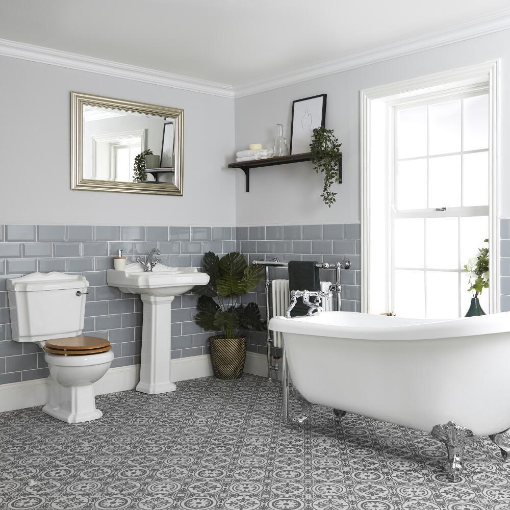 ensemble salle de bain avec baignoire ilot wc et lavabo sur colonne oxford