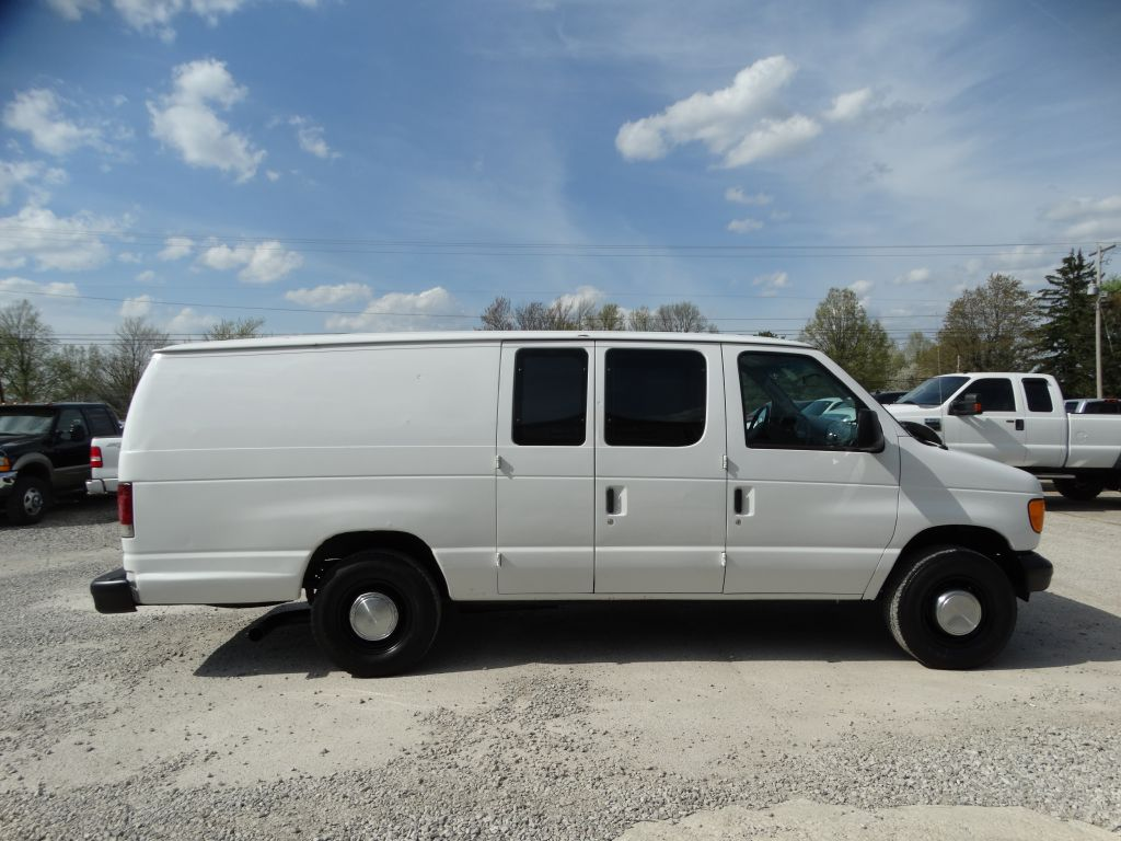 hight resolution of 2005 ford econoline e350 super duty van internet price 5 500 previous next
