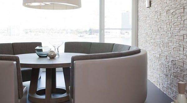 esstisch massiv mit rundem sofa fr modernes esszimmer  fresHouse