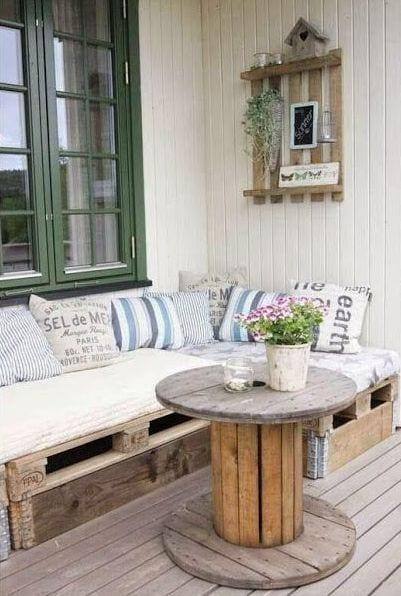 balkon ideen mit DIY sofa aus europaletten  fresHouse