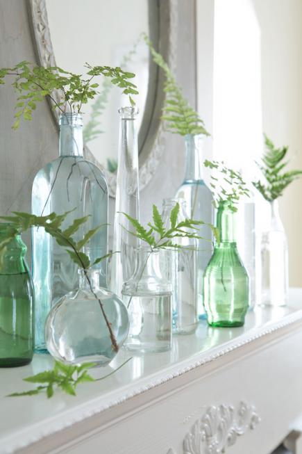 sideboard dekorieren mit farn und glasflaschen als frische frhlingsdeko idee  fresHouse