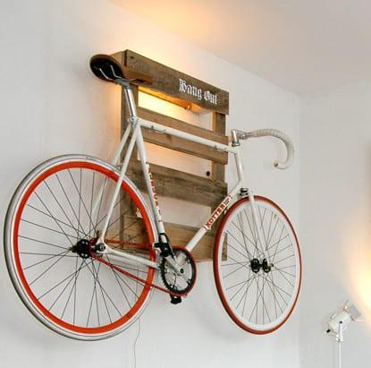 kreative Wandgestaltung mit DIY Wandlampe und Wandregal aus Paletten  fresHouse
