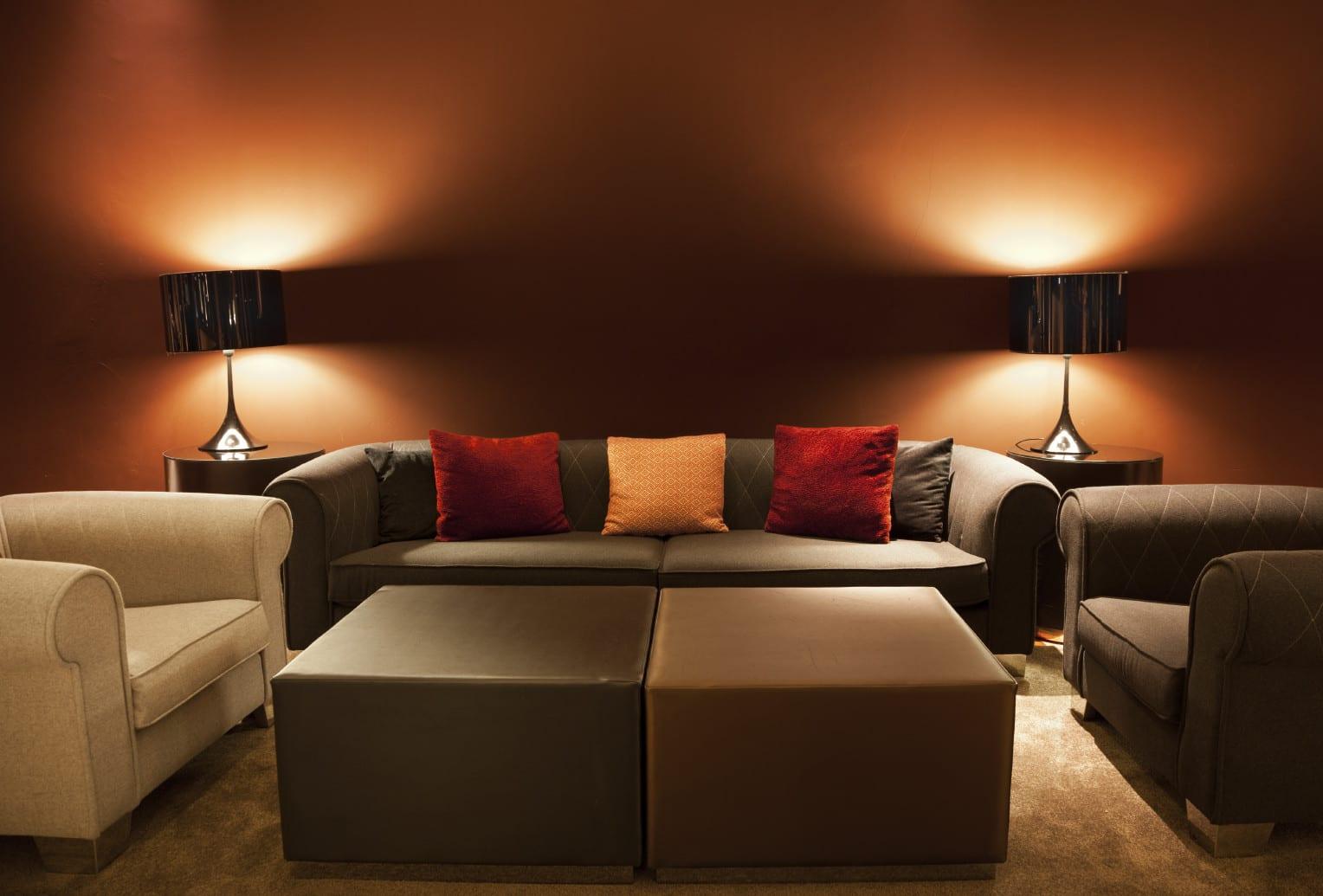 beleuchtungsideen fr wohnzimmer mit runden Tischlampen als kreative wandgestaltung mit licht