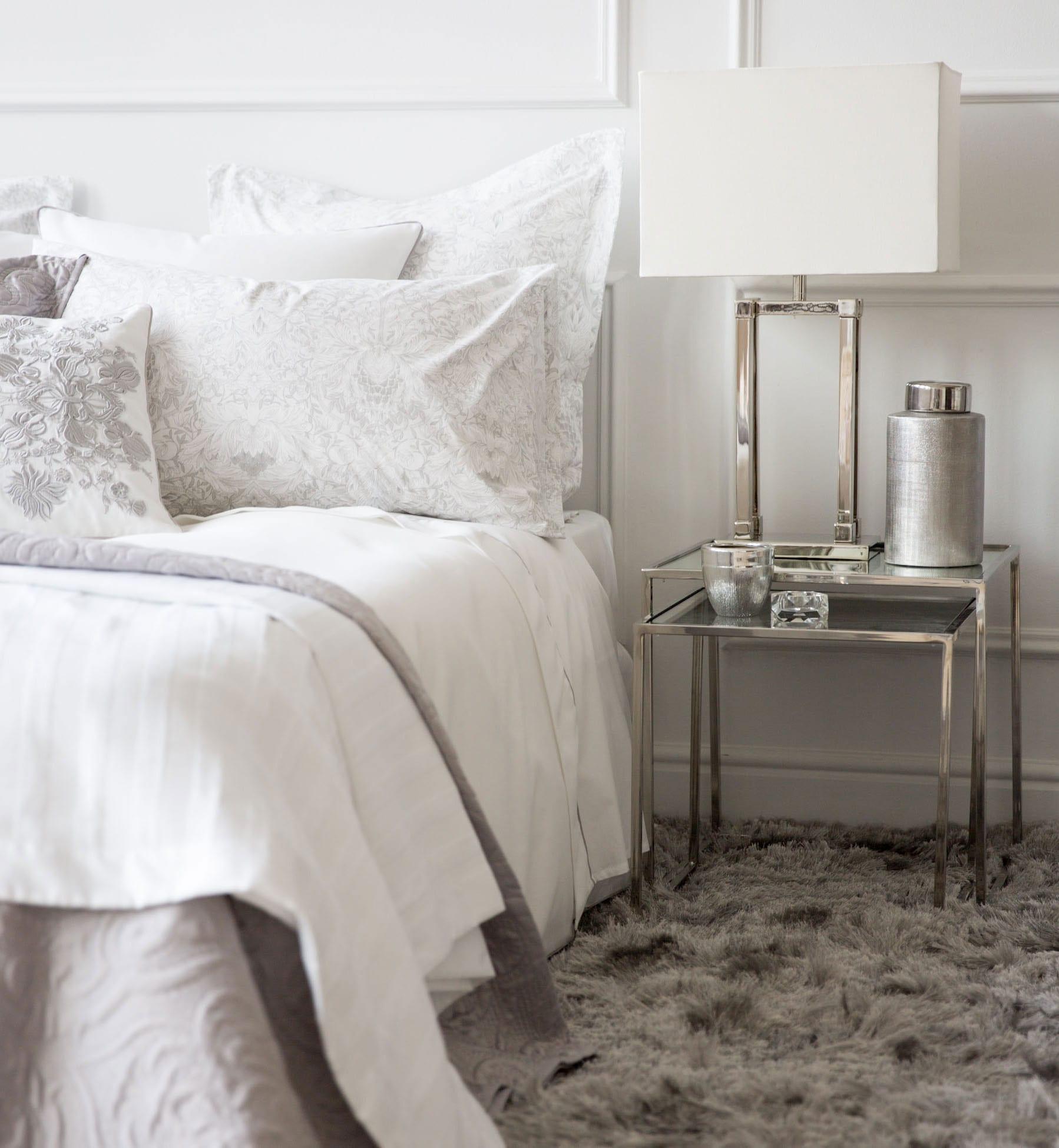 zara home zum schlafzimmer einrichten mit nachttischen und tischlampen aus metall  fresHouse