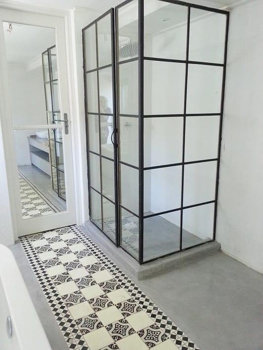estrich als bodenbelag im Badezimmer kreativ gestalten und streichen  fresHouse