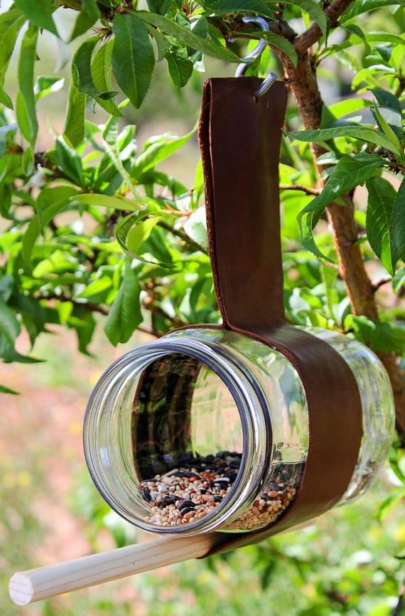 BastelideenfrKinderimSommer_DIYFutterhaus aus Leder und Glasgefss  fresHouse
