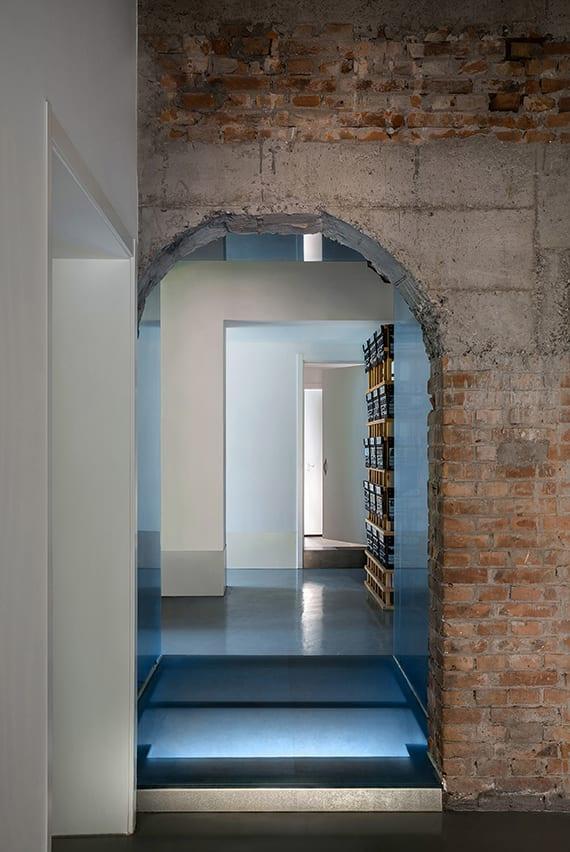 altes-haus-renovieren-und-kreativ-neu-gestalten-mit-weißen-wänden