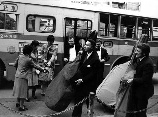 Die Bassgruppe der Berliner Philharmoniker in Japan