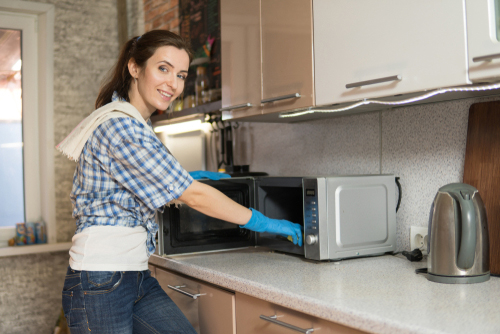 4 simple ways to clean your microwave