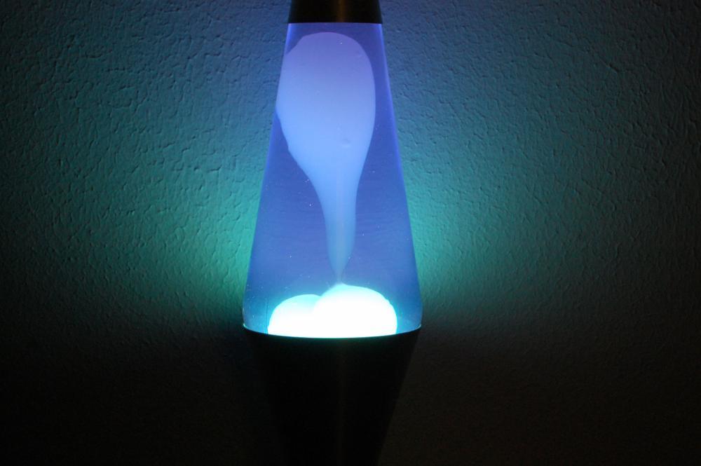 20oz Lava Brand Motion Lamp Blue Liquid w/WHITE Lava