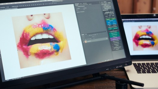 Fstoppers Reviews the Acepen 2150, a 21-Inch Pen Display That Costs Less Than $500