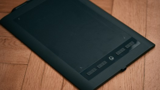 Fstoppers Reviews the Parblo a610s, a Cheap Alternative to Entry Level Tablets