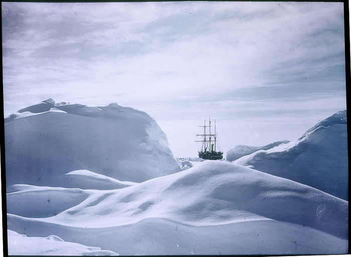 Frank Hurley With Ernest Shackleton: Photographing Antarctic Adventure