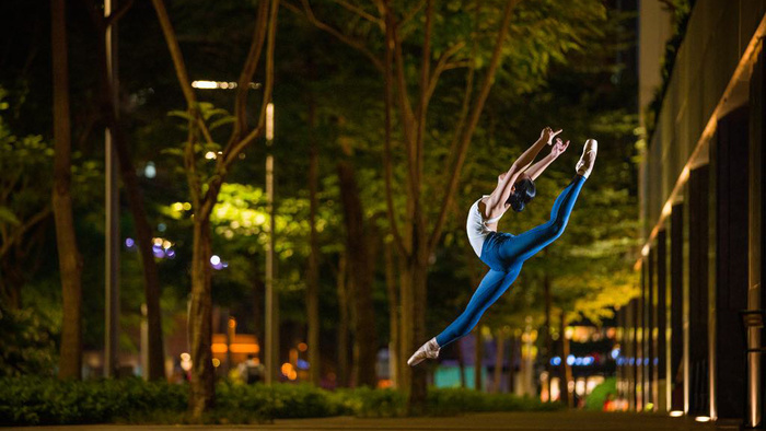 Shooting Low-Light Environmental Portraits of a Ballerina with a Sony a7R IV Right out of the Box