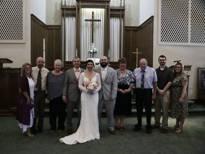 Couple Who Paid Wedding Photographer $800 are Left With 'Dark, Grainy Images', Family's iPhone Photos Better