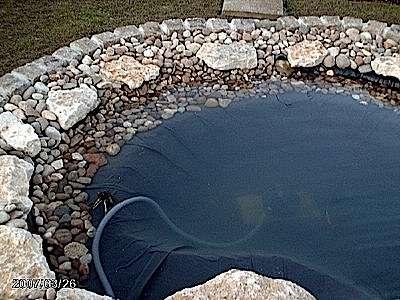 un bassin avec de l eau de pluie
