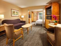 Family-friendly Anaheim Hotel Rooms & Suites - Portofino Inn