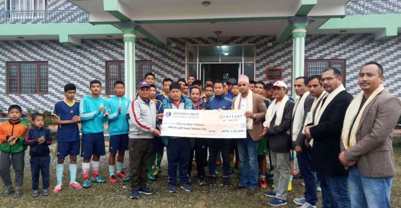 लुम्बिनी विकास बैंकद्धारा सहारा फुटबल एकेडेमीलाई २ लाख २० हजार आर्थिक सहयोग