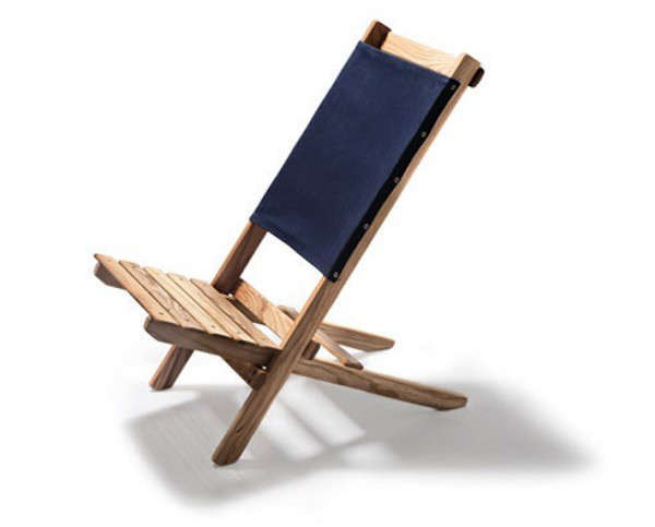 how to make a wooden beach chair best toddler and table 10 easy pieces folding deck chairs gardenista above saint cyprien has heavy weight cotton canvas sling removable for washing the beechwood made in catalan region of